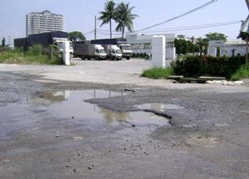 TPHCM: Sau nước ngập là đường hỏng - 5