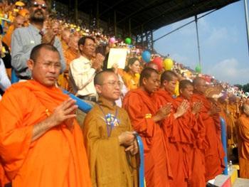 Trang trọng Đại lễ Phật đản tại TPHCM - 1