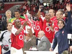 """Arsenal đoạt Cup FA sau màn """"đấu súng"""" từ chấm phạt đền - 2"""