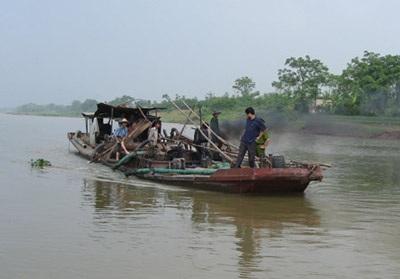 Phát hiện nhiều vụ trộm cát sông Hồng - 1
