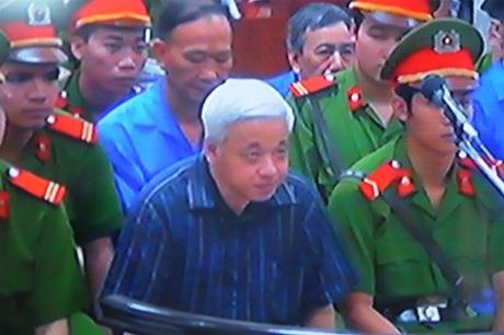 Nguyễn Đức Kiên trong phiên tòa xét xử sáng 24/5