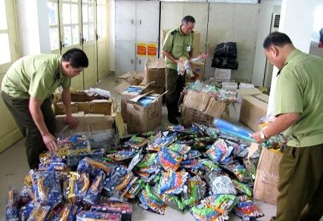 Hàng chục nghìn đồ chơi trẻ em độc hại bị bắt