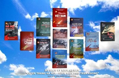 Bộ sách gồm 15 tác phẩm của những nhân chứng tham gia chiến dịch 12 ngày đêm giữ bầu trời Hà Nội.