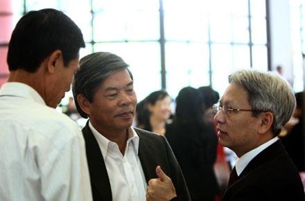 Bộ trưởng TN-MT Nguyễn Minh Quang (giữa) sẽ có phần giải trình về vấn đề này trong buổi chiều nay.