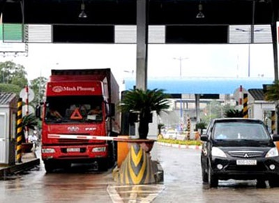 Mức phí sử dụng đường bộ với xe tải, xe container có thể lên tới hơn 12 triệu đồng/năm.