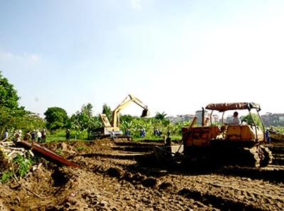 Thực tế, người dân phải chịu thiệt thòi trong nhiều dự án thu hồi đất.