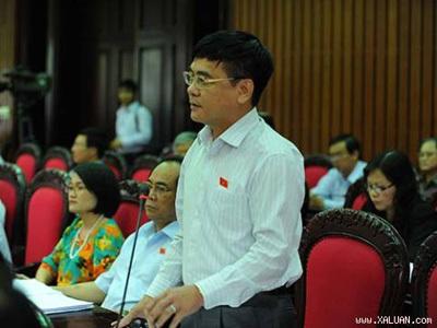 Phó Chủ nhiệm UB Kinh tế Nguyễn Văn Phúc phát biểu tại hội trường.
