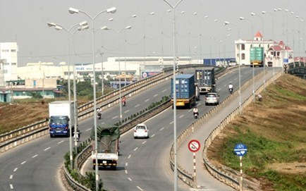 Phí bảo trì đường bộ, 5 tháng thu gần 1.700 tỷ đồng
