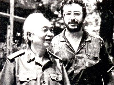 Nhà sử học Pháp Daniel Roussel trong một bức ảnh chụp cùng Đại tướng Võ Nguyên Giáp.