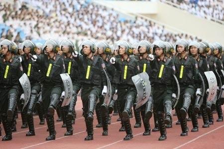 Lực lượng CSCĐ được trang bị vũ khí quân dụng, trang thiết bị hiện đại.