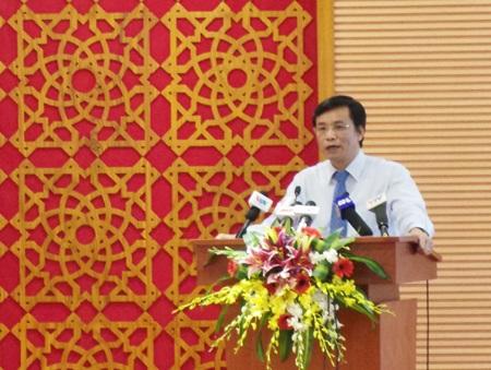 Chủ nhiệm Văn phòng Quốc hội Nguyễn Hạnh Phúc tại cuộc họp báo.