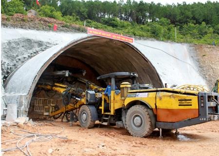 Hầm Phước Tượng đang chậm thi công vì lãnh đạo đơn vị đường sắt ở địa phương bất tuân cấp trên.
