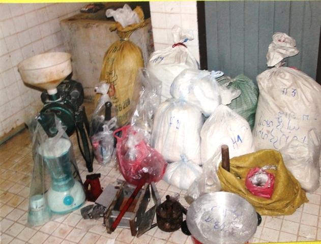 Heroin cùng dụng cụ chế biến ma túy tổng hợp được thu giữ trong một vụ án tại Sầm Nưa
