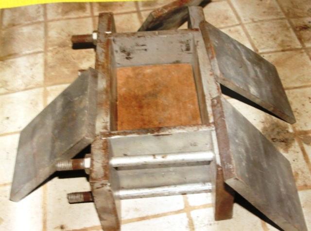 Một chiếc máy đóng bánh ma túy được lực lượng chức năng phát hiện