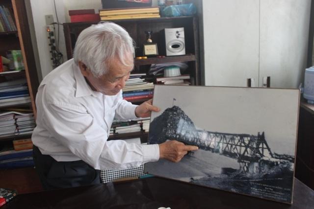 Tấm ảnh cầu Hàm Rồng năm xưa vẫn đang ông Giang gìn giữ như báu vật