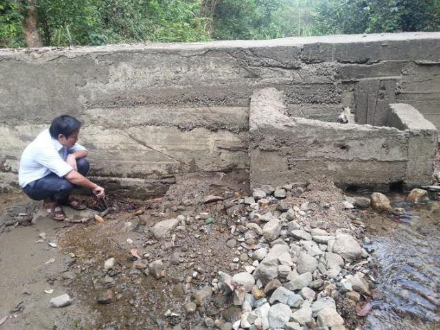 Công trình nước sạch tại xã Ngọc Phụng đã bị thủng đáy khi đưa vào sử dụng chưa lâu.