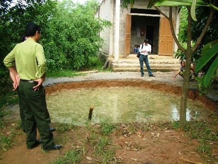 Ngày 31/10, trước sân nhà anh Hòa bỗng xuất hiện hố tử thần...