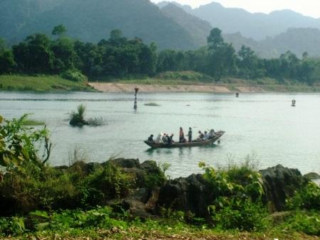 Sẽ lặn tìm gỗ sưa dưới đáy sông Son