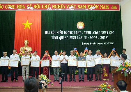 30 gia đình, dòng họ và cộng đồng khuyến học tiêu biểu nhận Bằng khen của UBND tỉnh.
