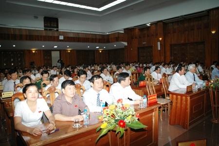 Các đại biểu tại kỳ họp thứ 8 HĐND tỉnh Quảng Bình, khóa XVI, nhiệm kỳ 2011 - 2016