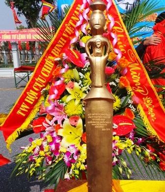 Riêng ngày đầu năm 2014, đã có hơn 4 nghìn người tới viếng mộ Đại tướng (Ảnh: Đặng Tài)