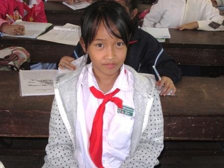Em Ly Tá, 10 tuổi đang nói về ước mơ sau này sẽ sang Việt
