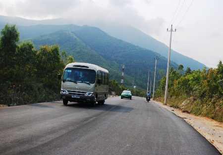 Con đường hoàn thành sẽ tạo điều kiện thuận lợi cho du khách và người dân tới viếng mộ Đại tướng