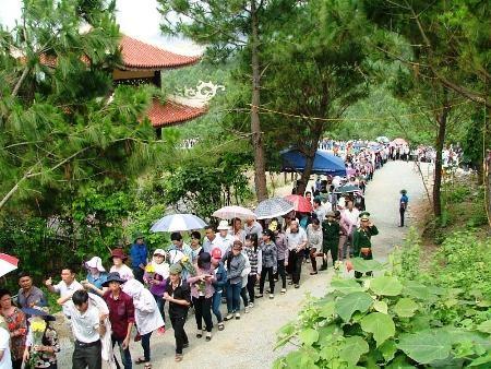 Từ ngày 30/4 đến 3/5 đã có khoảng 7 vạn người đến viếng mộ Đại tướng Võ Nguyên Giáp