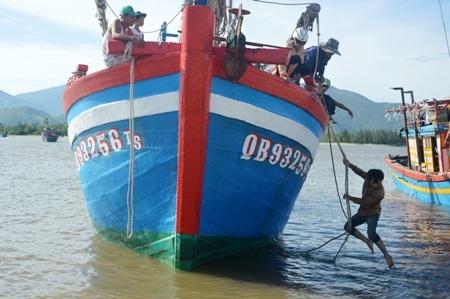 Tàu cá QB 93256 TS
