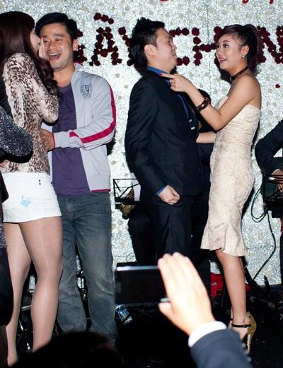 Văn Mai Hương - Lê Hiếu ngượng ngập thi hôn ngày Valentine - 7