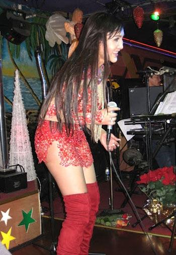 Nghệ sĩ Cát Tuyền trên sân khấu