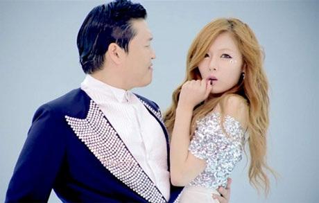 Nữ ca sĩ Hàn HyunA và Psy