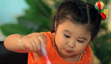 Hình ảnh ca sĩ nhí trong Bảo Trân - Bánh rán ngọt ngào