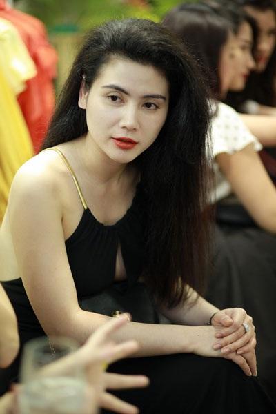 Diễn viên Quỳnh Hoa với phong cách sexy quen thuộc