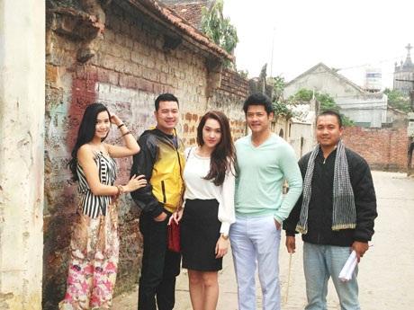 Diễn viên trong đoàn phim Hoa cỏ may phần 2 của đạo diễn Lưu Trọng Ninh