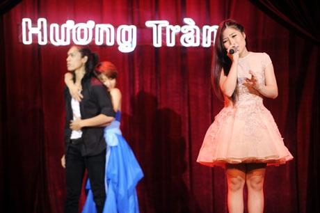 Hương Tràm vẫn vững tin thể hiện ca khúc Xa của Phương Uyên