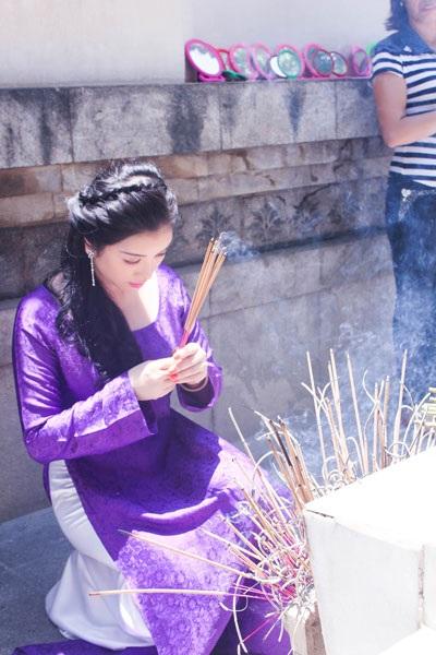 Sự xuất hiện của nữ diễn viên tại khu di tích Ngã ba Đồng Lộc gây sự chú ý với các du khách