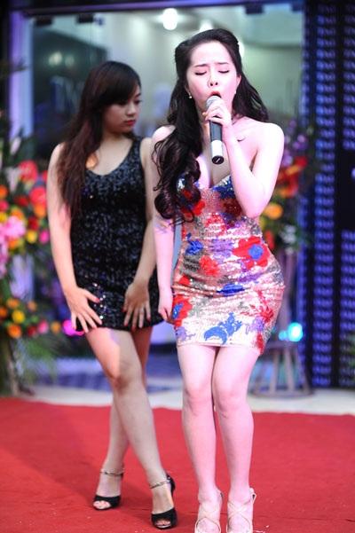 Ngoài vai trò khách mời, Quỳnh Nga còn trình diễn đầy sôi động, cuốn hút trên sân khấu