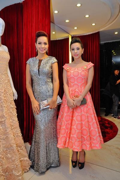 Hoa hậu Thu Hoài rạng rỡ bên cựu người mẫu Thúy Hạnh