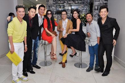 Đến chung vui cùng NTK Công Trí còn có ca sĩ Dương Triệu Vũ, Hồ Ngọc Hà và cựu người mẫu Xuân Lan