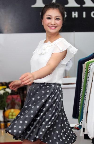Diệu Hương tham gia sự kiện khai trương của một nhãn hàng thời trang tại Nam Định