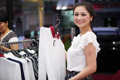 Nữ diễn viên Cầu vồng tình yêu thu hút bởi sắc vóc thon gọn và nụ cười rạng rỡ