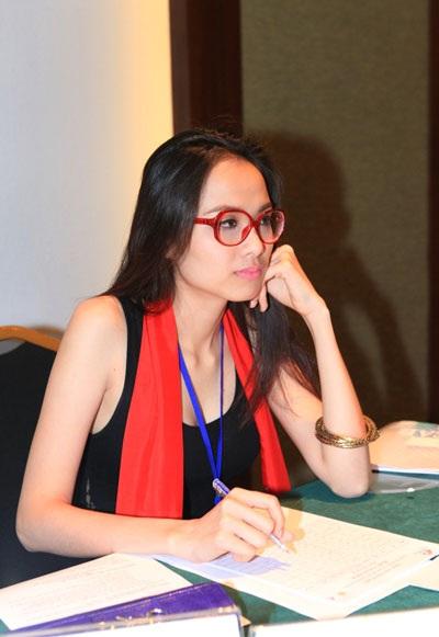 Diễm Hương chấm vòng thi ứng xử Hoa hậu dân tộc