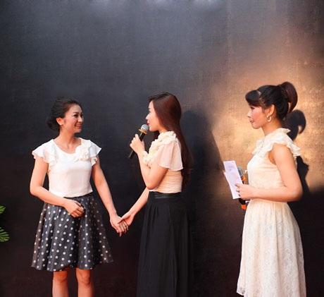 Lưu Hương Giang trình diễn ca khúc Đừng ngồi yên trong bóng tối