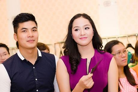 Phan Thị Lý đi cùng những người bạn cũ như Khắc Hoàn - top 5 Mr. Vietnam