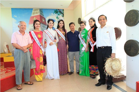 Các thí sinh Hoa hậu các dân tộc thể hiện tình yêu với biển đảo quê hương