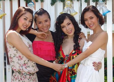Hồng Ngọc (thứ hai từ trái sang) chia tay nhóm để dành thời gian chăm sóc gia đình