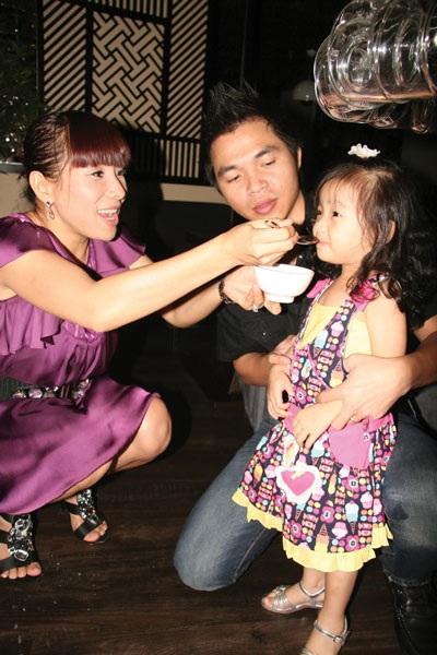 Gia đình hạnh phúc của Hồng Ngọc và Lê Minh