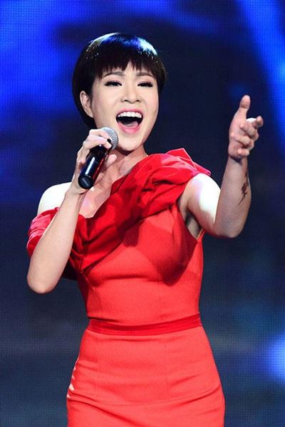 Uyên Linh hát nhạc phim cùng dàn giao hưởng 74 người