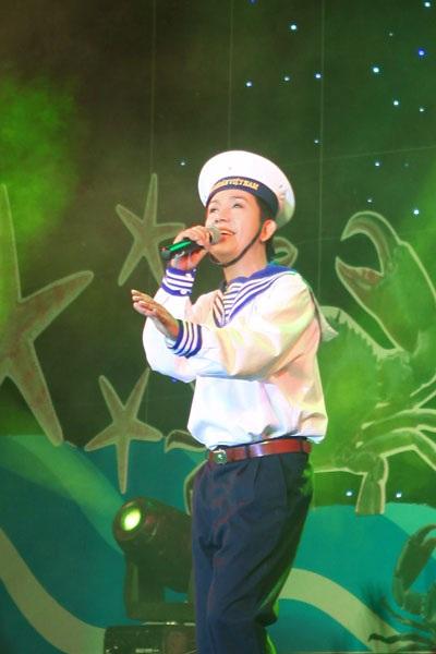 Long Nhật hát về biển đảo